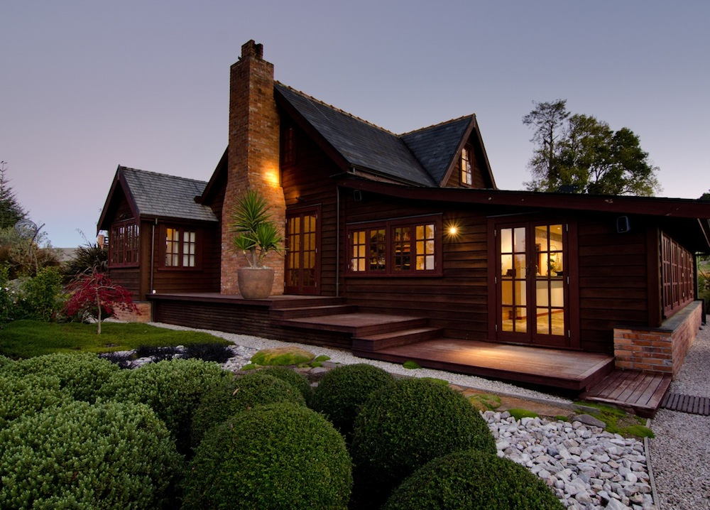 Neudorf Hall Exquisite Country Bed & Breakfast